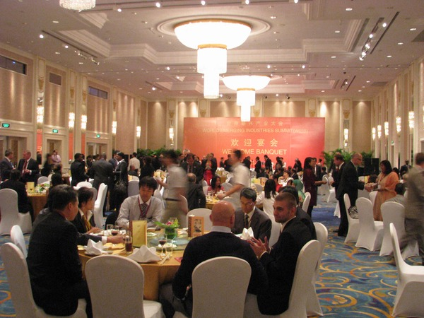 Important new contacts in Shangri-La Hotel August 31th 2010 started the ''1st WORLD EMERGING INDUSTRIES SUMMIT''' with a banquet. An opportunity to discuss with other participants my speech tomorrow.